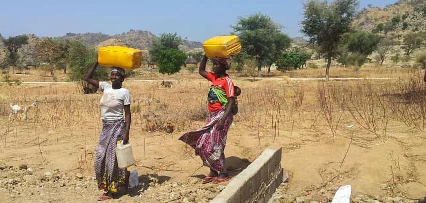 Camerun: dar da bere ai rifugiati Cover image