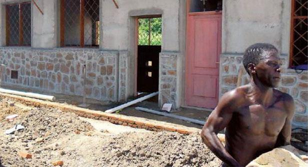 Malawi, una suora tra i tetti Cover image