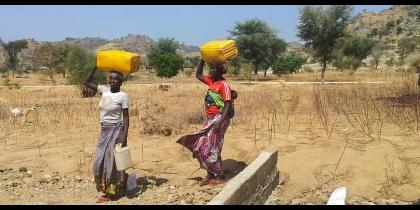 Camerun: dar da bere ai rifugiati List item image
