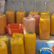 Camerun: dar da bere ai rifugiati Portrait image